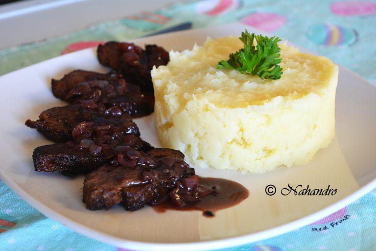Magret de canard avec sa sauce au vin rouge